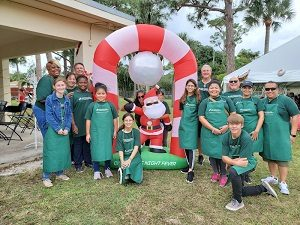 On Saturday, December 14, CDL participated in the Sixth Annual Stan Klett Sr. Winterfest Carnival. More than 500 foster children and their families enjoyed an afternoon of holiday crafts, carnival rides and a visit and photos with Santa. Thirty CDL employees manned the sand art and other stations to help the children with a variety of hands-on, take home projects. Both Friends of Foster Children and Speak Up for Kids provide services to the more than 1,200 children who have been adjudicated to state care.